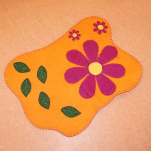 Filz Blumenteppich für die Waldkindergarten-Familie