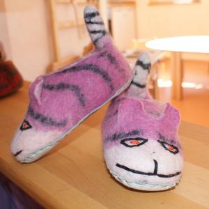 Filz-Hausschuhe rosa gestreifte Katze Gr.22