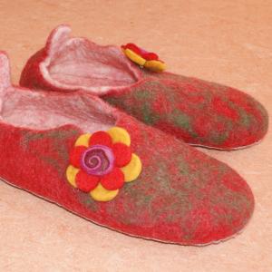 Filz-Hausschuhe rote Blume Gr.40