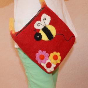 rote Filz-Handtasche Biene, die werden Waldkinder lieben